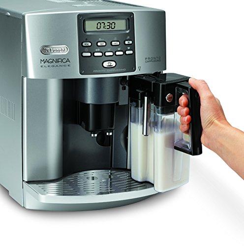 kaffeevollautomat DeLonghi One Touch ESAM 3600 Milchbehälterentnahe